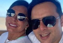 Gretchen se casa pela 18ª vez com festa em ilha fluvial