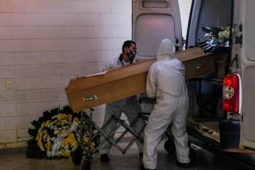 naom 5f69e41e21f7e - Especialistas: Alta de mortes pode ser efeito de quarentena relaxada