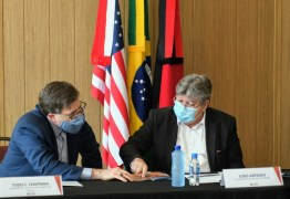 João Azevêdo apresenta projeto do Polo Turístico Cabo Branco e ações em tecnologia e pesquisa a embaixador e cônsul dos EUA