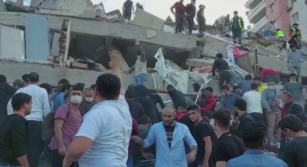 17699 C58FACA126BC8EF0 1024x559 - Terremoto de magnitude 7 abala Turquia e Grécia e mata ao menos 4