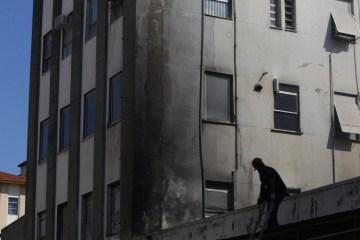 1  rum2325 20363529 20365374 - Bombeiros entram no terceiro dia de trabalho no Hospital de Bonsucesso