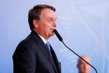 """50433592491 451a8156ed k 1 - Bolsonaro afirma que Anvisa """"não vai correr"""" para aprovar vacinas"""