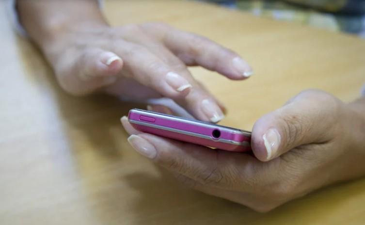 8896 - No Brasil, 77% das mulheres jovens já sofreram assédio pelas redes sociais