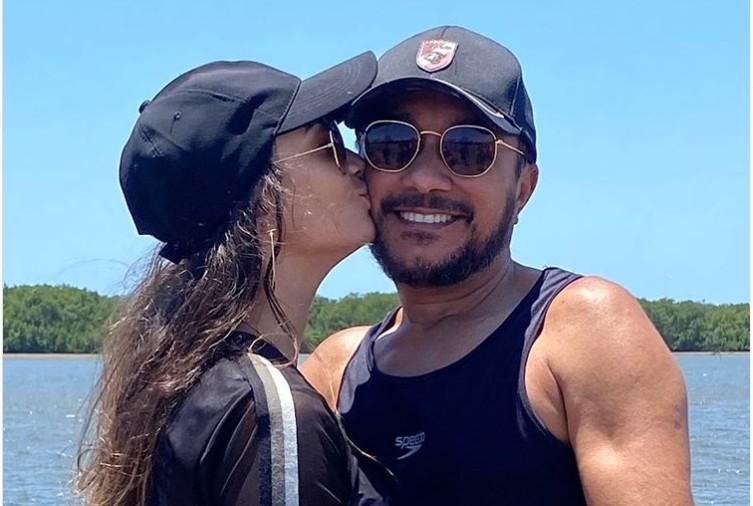 Capturar 10 - Após confirmar namoro, Samuka Duarte posta foto com a amada nas redes sociais: 'quando Deus age ninguém impede'.
