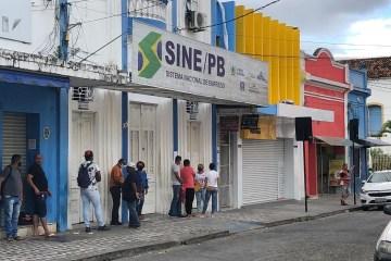 WhatsApp Image 2020 10 19 at 07.24.40 - VÍTIMAS BUSCAVAM EMPREGO: Dois homens armados fazem arrastão em frente ao Sine em João Pessoa
