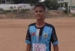 Polícia investiga abordagem policial que resultou em um adolescente baleado nas duas pernas; família alega que ele foi confundido com bandido