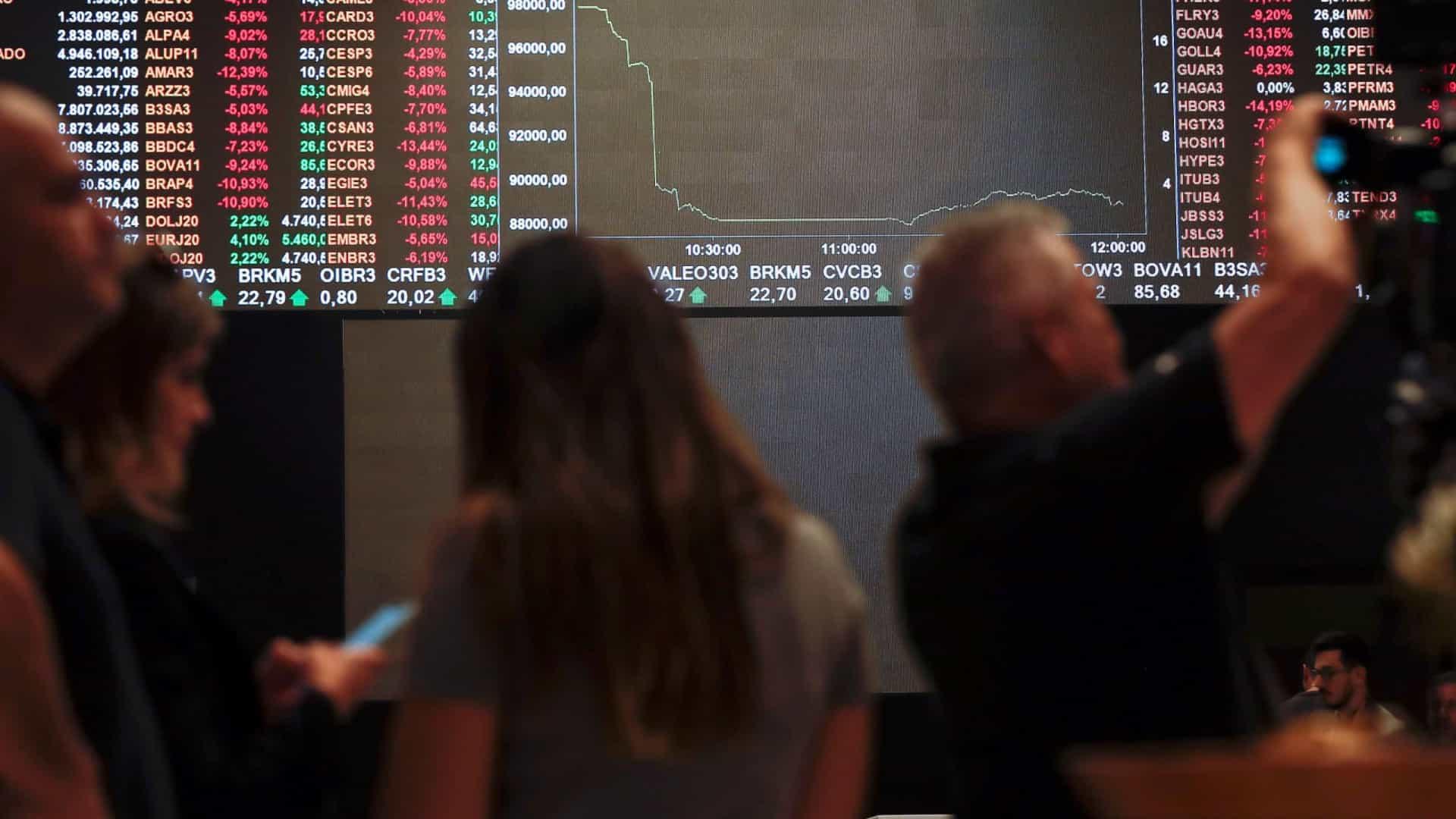 bolsa - Nova onda de covid e dívida pública derrubam Bolsa e alimentam dólar e ouro