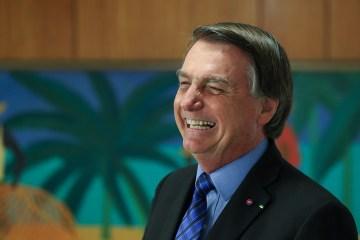 """bolsonaro voadora - Vacinação """"não é uma questão de Justiça"""", mas de saúde, diz Bolsonaro"""