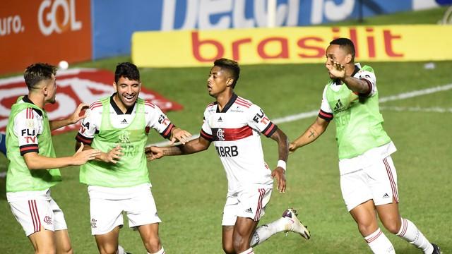 bruno henrique flamengo vasco - De virada, Flamengo bate Vasco e sobe para a segunda posição na tabela