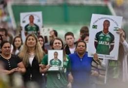 Famílias vítimas do voo da Chapecoense cobram compromisso assumido pelo clube