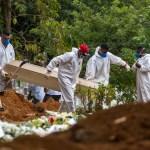 enterro em massa sp - Com 487 óbitos em 24 h, Brasil tem 3 estados em alta de mortes por covid-19