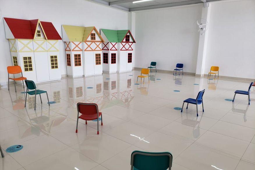 escola privada em campina grande - Ministério Público acompanha retomada de aulas presenciais em Campina Grande e promotora visita escolas
