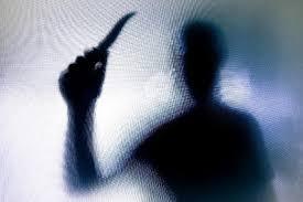 Homem decapita mãe e foge com a cabeça após discussão