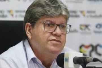 """""""QUE PAÍS É ESSE?"""": João Azevedo fica perplexo após veto de Bolsonaro à vacina contra Covid-19"""