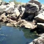 mar - Moradores denunciam descaso com esgoto aberto, no Dique de Cabedelo, que cai diretamente no mar - VEJA VÍDEO