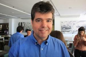 ruy carneiro walla santos2 300x200 - Ruy Carneiro diz que candidatos ficha suja, envolvidos com a polícia, distorcem dados da pesquisa - VEJA VÍDEO