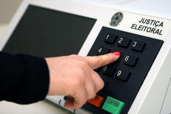 urna eletronica 273161 article - Eleições em Bayeux: Coligação relata 'roubo de Jingle' e uso de trio elétrico mas juiz nega pedido contra candidato