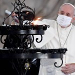 xITALY VATICAN RELIGION PEACE G3O4ML183.1.jpg.pagespeed.ic . lW9MXHYBs - Papa Francisco usa máscara em público pela primeira vez
