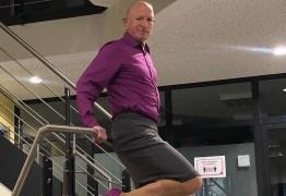 Engenheiro viraliza por usar saia e salto alto no dia a dia