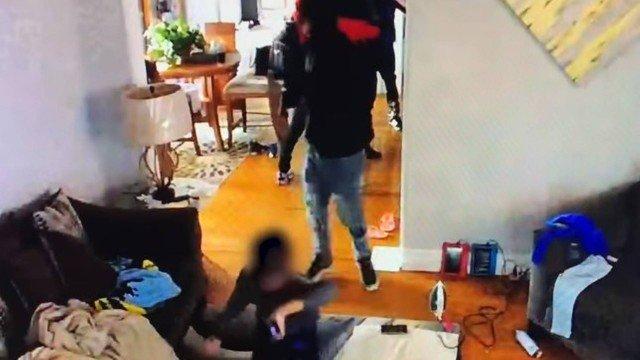 xvideo crianca 5 anos.jpg.pagespeed.ic .3VUBtz2uP6 - Menino de cinco anos tenta desarmar bandido durante invasão em casa - VEJA VÍDEO