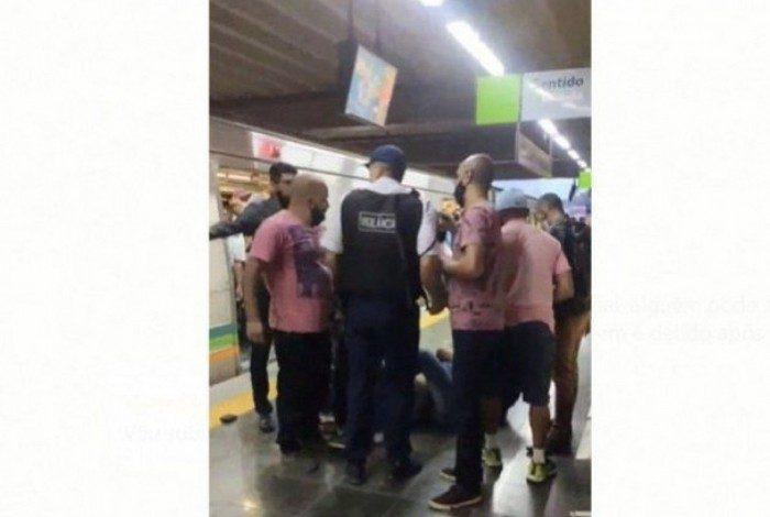 1 ag7jurybunqxto13t960jp566 20410472 - Homem é flagrado se masturbando no metrô e acaba sendo expulso
