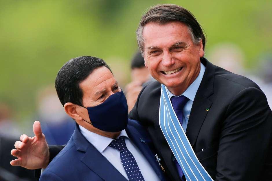 2020 11 09T131926Z 1 LYNXMPEGA80WT RTROPTP 4 POLITICA MOURAO BIDEN - Mourão defende Bolsonaro por declaração sobre 'pólvora'
