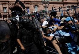 Velório de Maradona na Casa Rosada tem tumultos e intervenção da tropa de choque