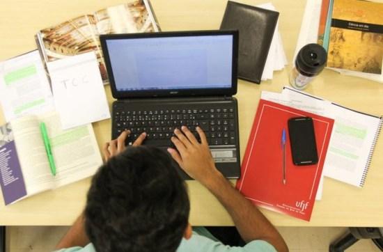 Redes de ensino ainda não têm permissão para aulas remotas em 2021