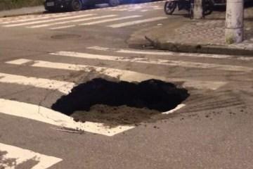 Buraco se abre na Rua Goias em Santos - R$ 100 MIL:  Justiça determina que município de Alagoa Grande pague indenização por morte de criança que caiu em buraco