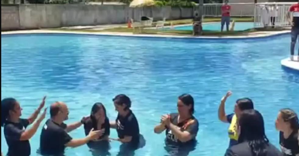 Capturar 8 - Bolsonaro participa do batismo da filha Laura em Brasília - VEJA VÍDEO