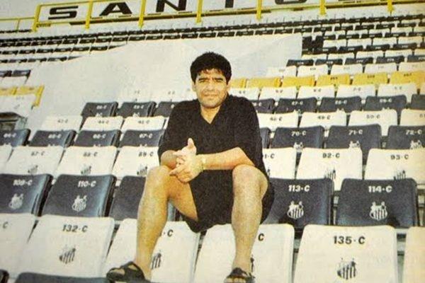 Maradona Santos 600x400 1 - REFORÇO DE LUXO: Saiba com quais times brasileiros Maradona chegou a negociar