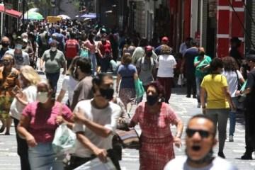 aglomeraco e movimento de pessoas em sao paulo  600x400 1 - Taxa de transmissão da covid no Brasil é a maior desde maio, diz Imperial College