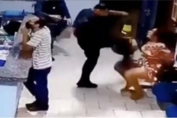 agressao pm - Algemada, mulher é agredida por Tenente da Polícia Militar com socos e chutes - VEJA VÍDEO