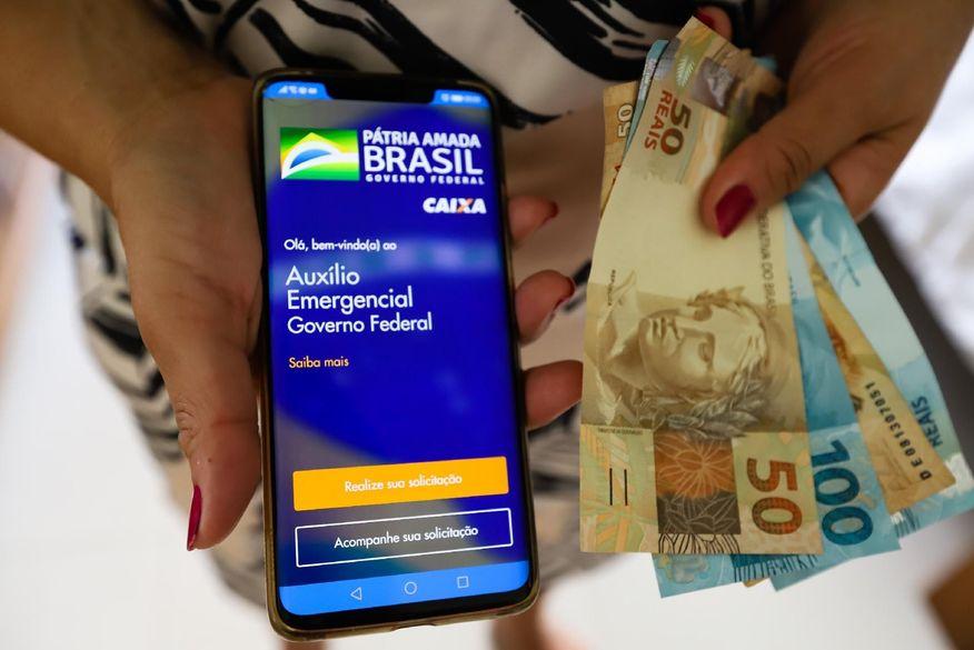auxilio emergencial - Segundo pesquisa auxílio emergencial foi usado para compra de alimentos e pagamento de contas