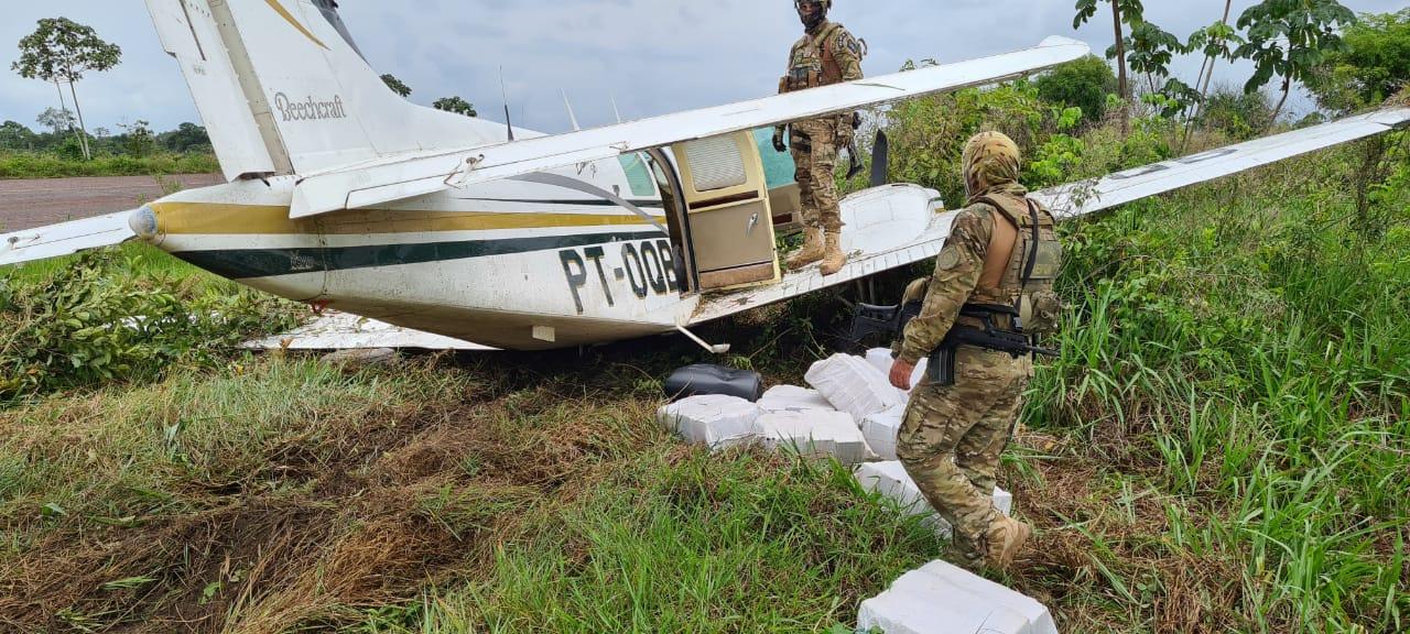 avião drogas Paraná - 452 KG DE DROGAS: PF prede traficantes que jogaram avião na direção de policiais no Pará; VEJA VÍDEO