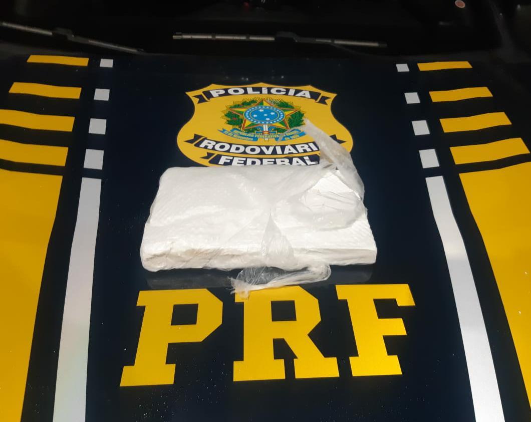 cocaina - PRF na Paraíba prende passageiro de táxi transportando um quilo de cocaína avaliado em R$ 100 mil