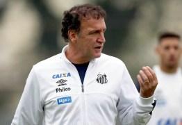 Cuca, técnico do Santos, testa positivo para covid-19 e é internado em São Paulo