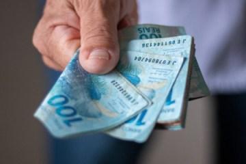 dinheiro moeda real 1589822622769 615x300 - Primeira parcela do 13º salário deve ser paga ao trabalhador até esta segunda (30)