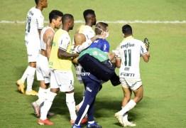 Felipe Melo tem fratura no tornozelo e desfalca o Palmeiras por até 4 meses