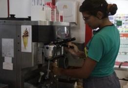 Oportunidade de emprego: franquia de fast food abre 15 vagas para atendente, em João Pessoa e Campina Grande