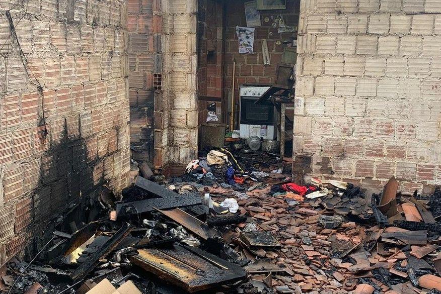 Idoso morre carbonizado durante incêndio em residência na Paraíba