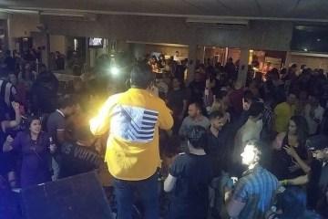 louro - Em Campina Grande: Bar que promoveu o último show de Louro Santos foi interditado por descumprimento de medidas de prevenção
