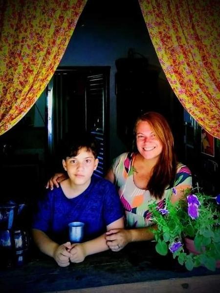 mae fala da relacao com o filho trans 1605207507899 v2 450x600 - Conheça a história de Ravi, que aos 11 anos revelou para sua mãe que á trans por mensagem de celular