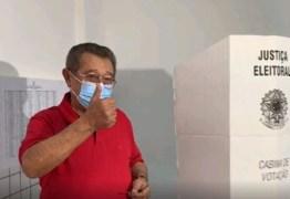 Acompanhando do candidato Nilvan, José Maranhão vota em João Pessoa e se diz confiante