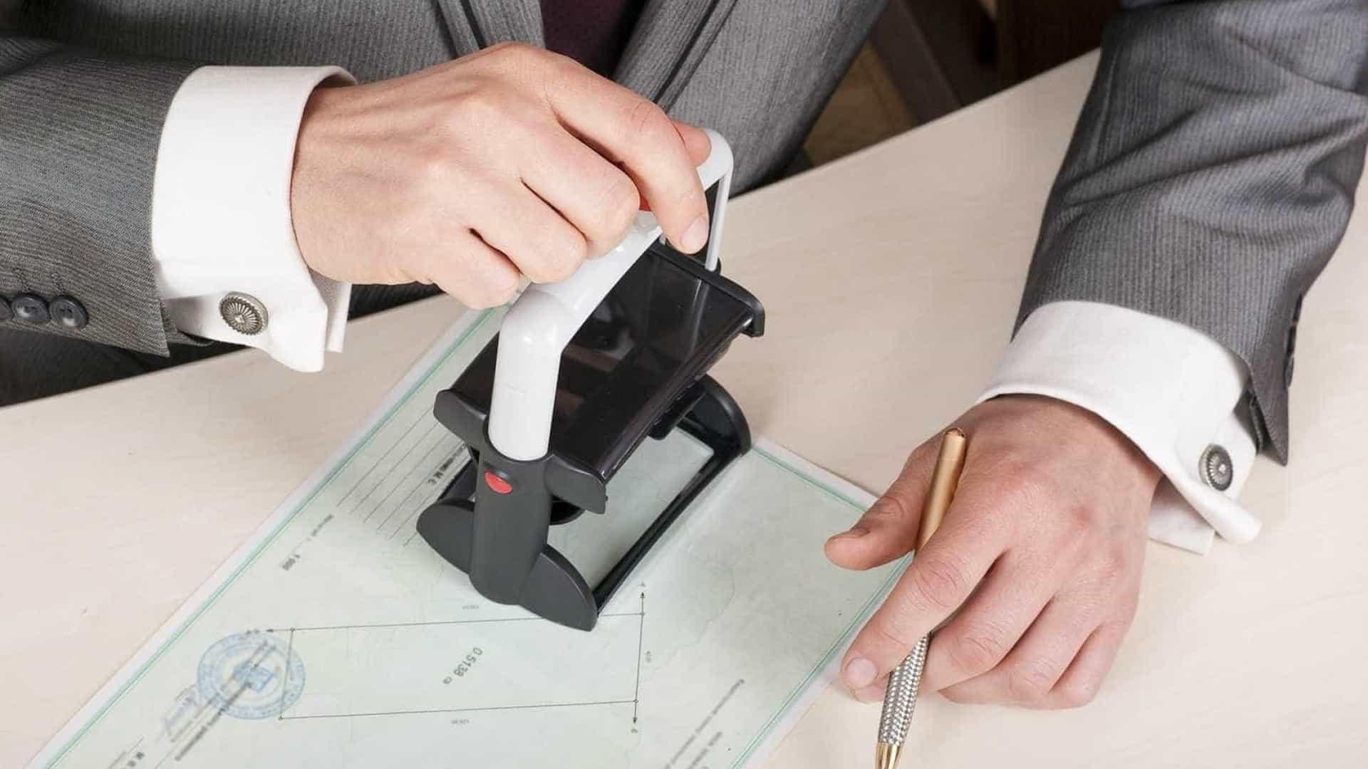 naom 56603d7a09e9a - FACILIDADE! Cartórios já podem autenticar documentos por meio digital