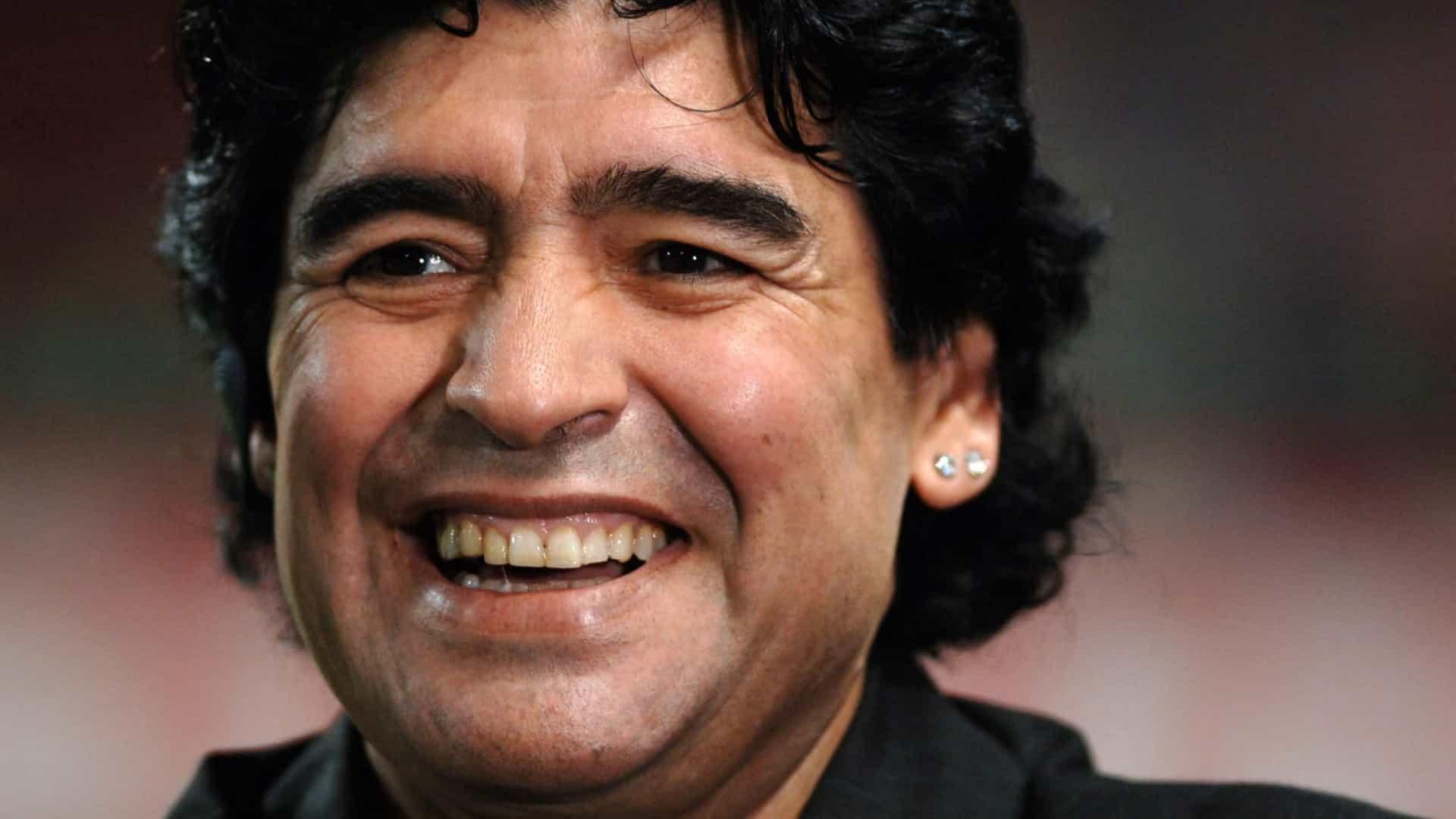 """naom 5fa3130746ad8 - Maradona """"está melhor"""" e inclusive já assistiu um jogo de sua equipe"""