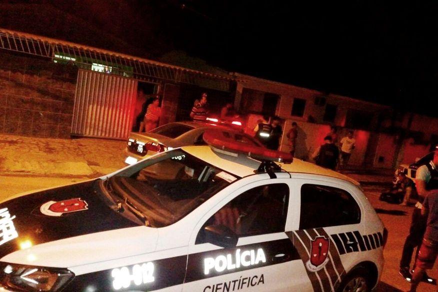 pericia - Transexual é encontrada morta embaixo de cama em pousada; suspeito fugiu do local