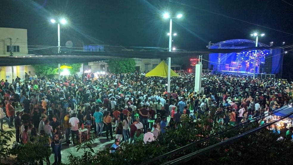 show de cavaleiros do forro em sao joao do tigre - COMEMORANDO A VITÓRIA: prefeito paraibano promove show em praça pública e causa aglomeração