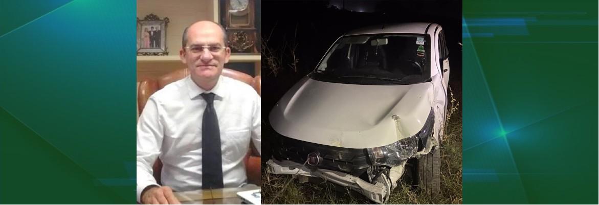 teotonio - A DOIS DIAS DA ELEIÇÃO: Carro de filha de candidato a prefeito é seguido e arremessado contra cerca