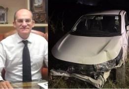 A DOIS DIAS DA ELEIÇÃO: Carro de filha de candidato a prefeito é seguido e arremessado contra cerca